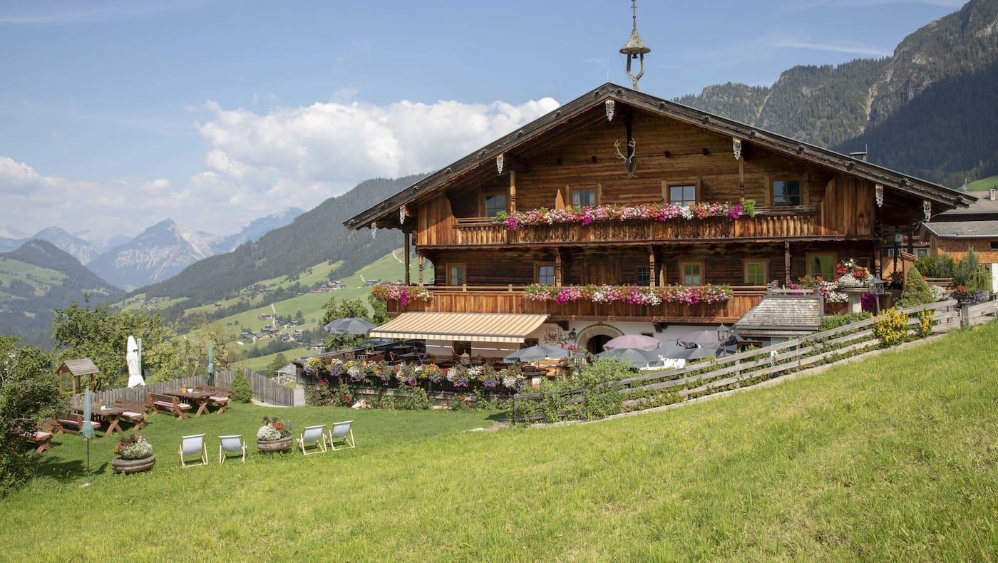Ein traditioneller Hof in Alpbach (Alpengasthof Rossmoss)