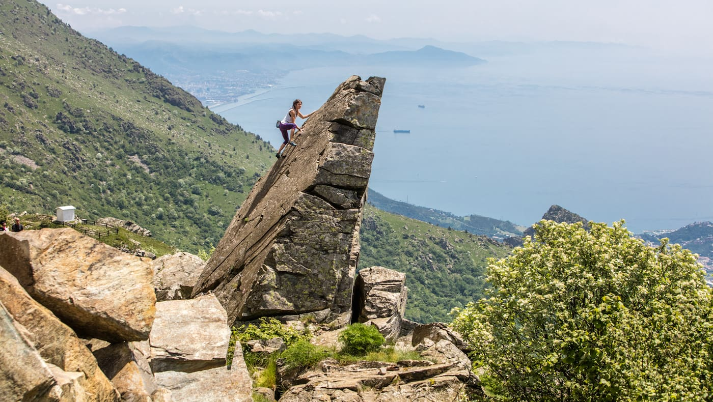 Felsnadel an der Ligurischen Küste