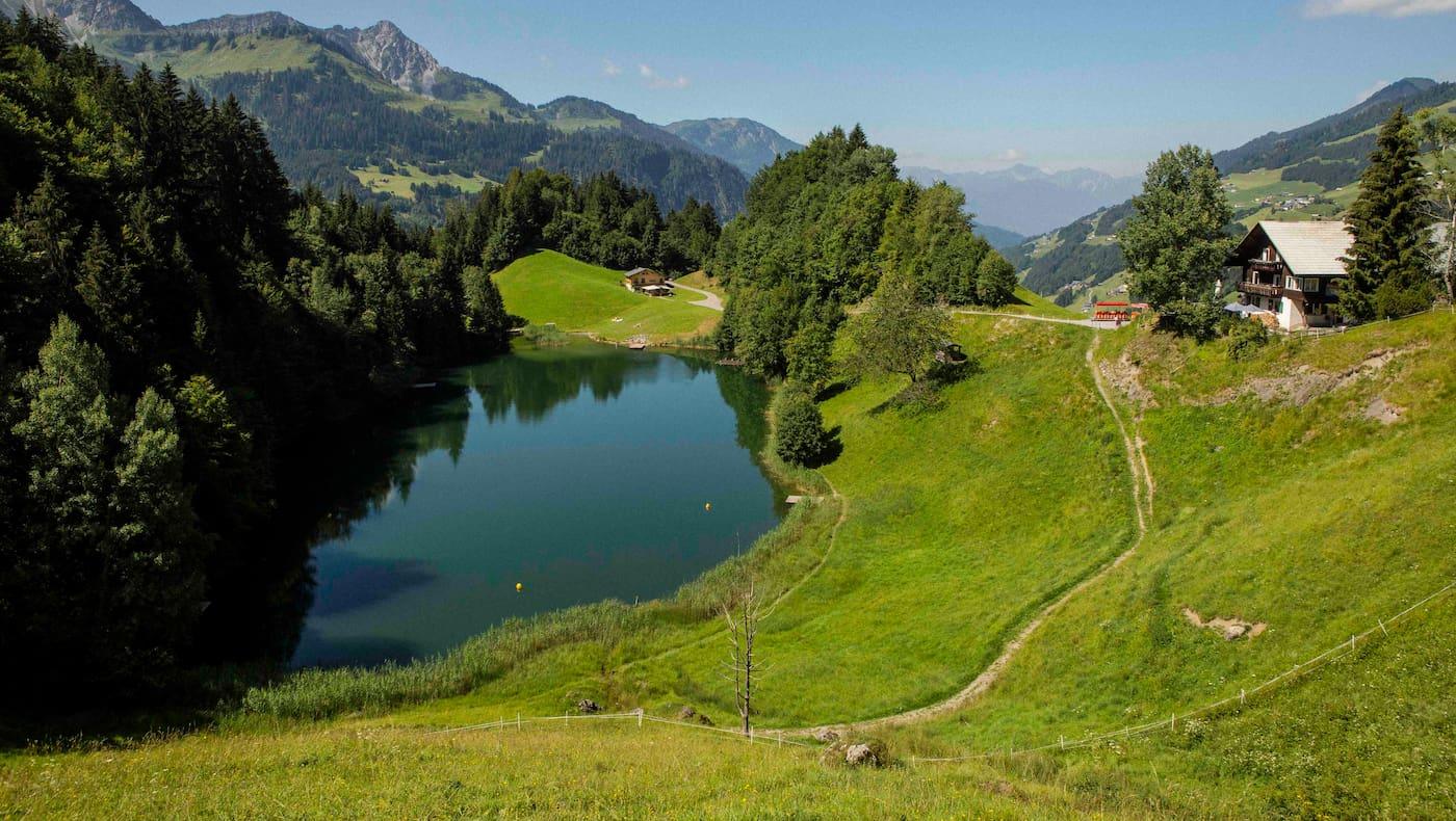 Der Seewaldsee im Großen Walsertal in Vorarlberg