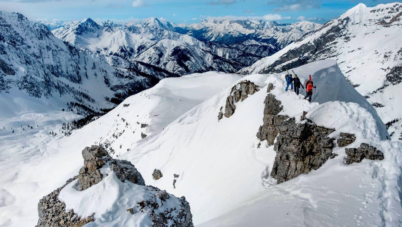 Das hochalpine Karwendel schneebedeckt