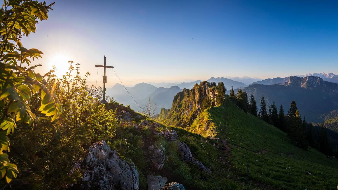 Die Chiemgauer Alpen rund um Ruhpolding bieten wunderschöne Wanderungen und Bergtouren, hier die Haaralmschneid.