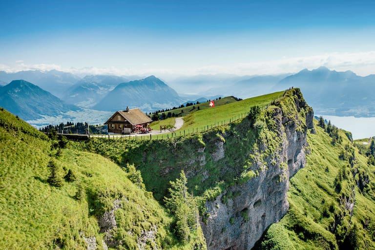 Die Rigi, im Herzen der Schweiz, ist einer von vielen Bergen, dessen Umgebung frei von Verkehrslärm und Abgasen ist.