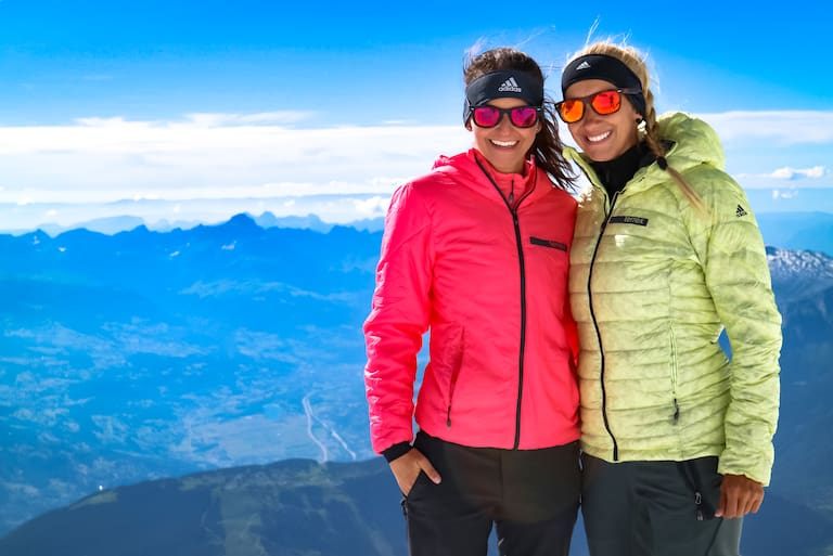 Auf dem Weg zum Mont Blanc: Maggy und Anja am Refuge du Goûter