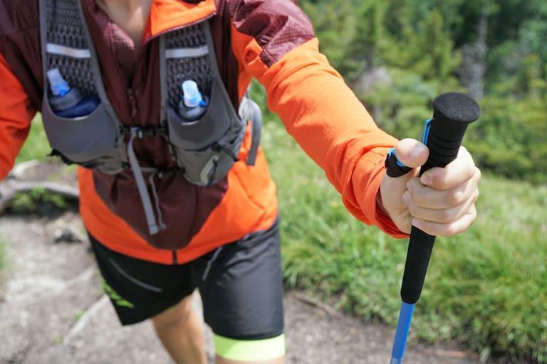 Stöcke bringen deutliche Vorteile beim Trailrunning