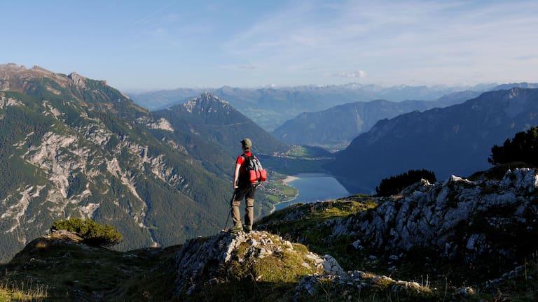 Herrlicher Ausblick von der Seebergspitze (2.085 m) nach Maurach