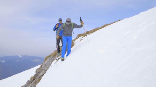 Walter und Peter beim Queren eines Altschneefeldes
