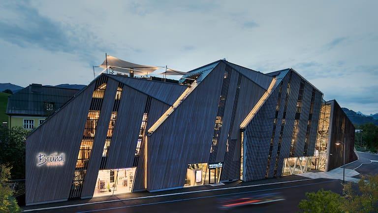 Das Einzigartige am Bründl Sports Flagshipstore ist unter anderem, die eindrucksvolle Architektur.