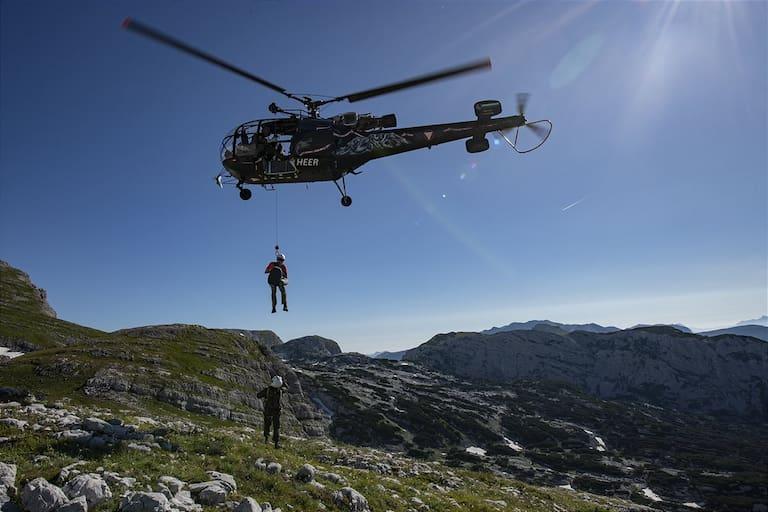 Helikopter in den Bergen