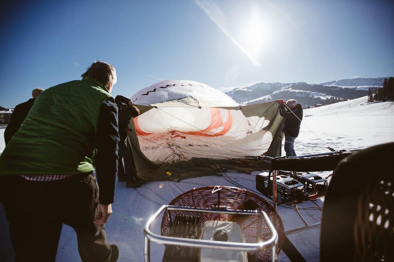 Der Ballon wird mit heißer Luft gefüllt