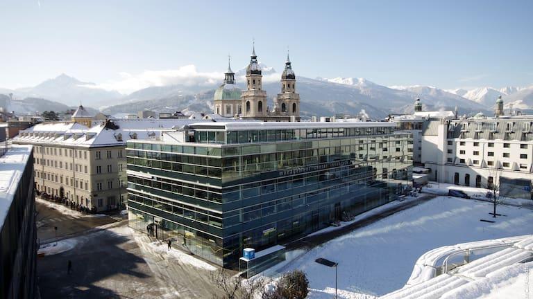 Umgeben von beeindruckenden Alpen studieren - das kann man am MCI.