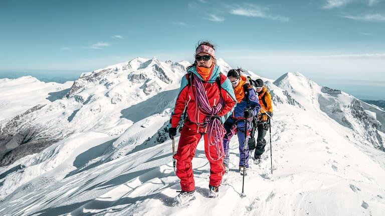 """Die """"100 % Women Peak Challenge"""" ist Teil der Kampagne """"100 % Women"""" von Schweiz Tourismus und gibt Bergsteigerinnen und Outdoor-Sportlerinnen ein Gesicht und schafft Vorbilder."""