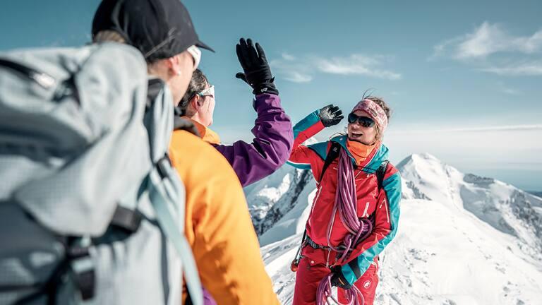 Im Rahmen der 100% Women Peak Challenge rufen wir Bergsteigerinnen dazu auf die höchsten Gipfel der Schweiz zu erklimmen.