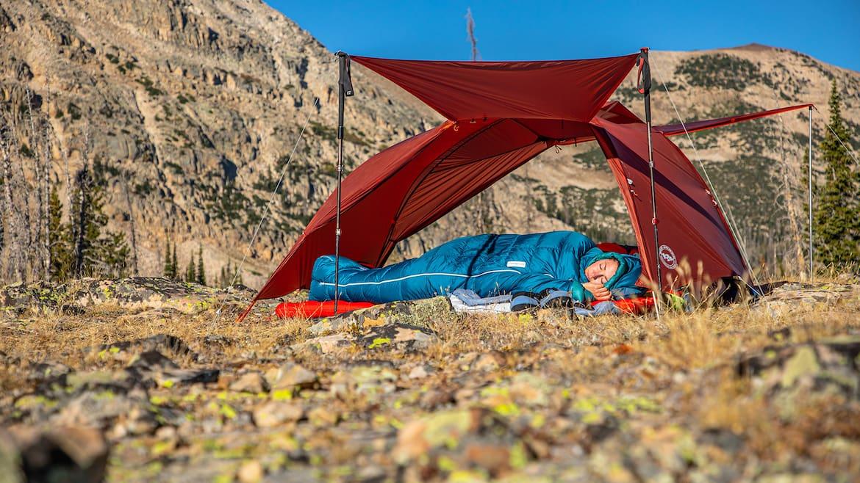 Der neue Schlafsack Sidewinder Camp ist der ideale Weggefährte.