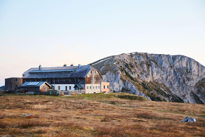 Das Karl Ludwig Haus ist die ältesteSchutzhütte am Hochplateau.