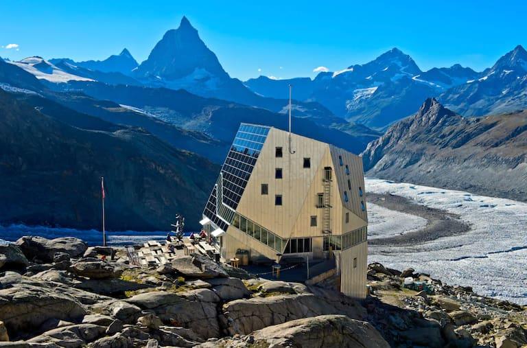 Vor allem Hütten-Beiträge haben euch im Oktober begeistert: Die Monte Rosa Hütte in Zermatt mit dem Matterhorn im Hintergrund