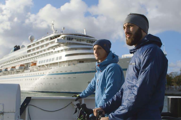 Die Österreicher Kurt und Max waren mit ihren Rädern an der deutschen Ostsee unterwegs