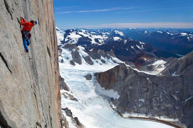 David Lama klettert am Cerro Torre in den Anden