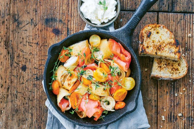 Crepes mit Lachs und Karamell-Tomaten