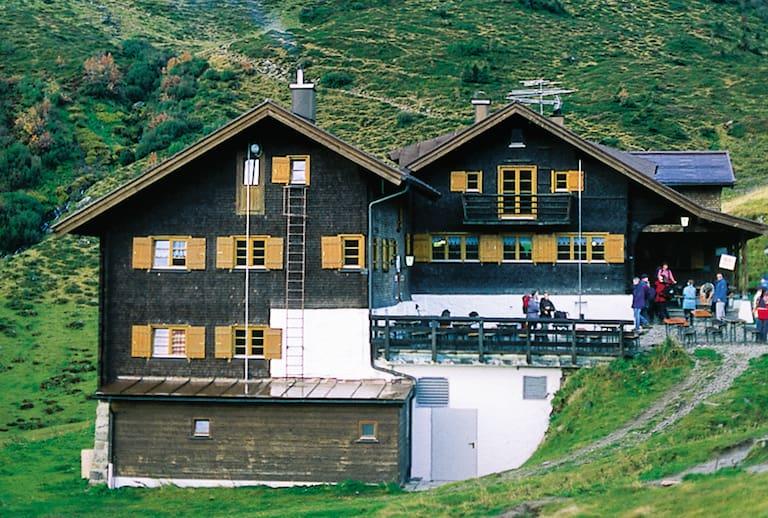 Die Schwarzwasserhütte im Sommer