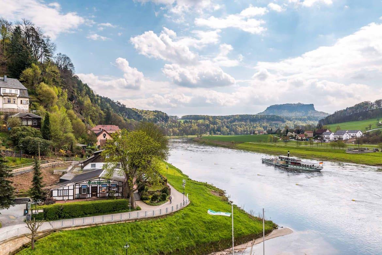 Die schönen Städte an der Elbe laden zum Verweilen ein.