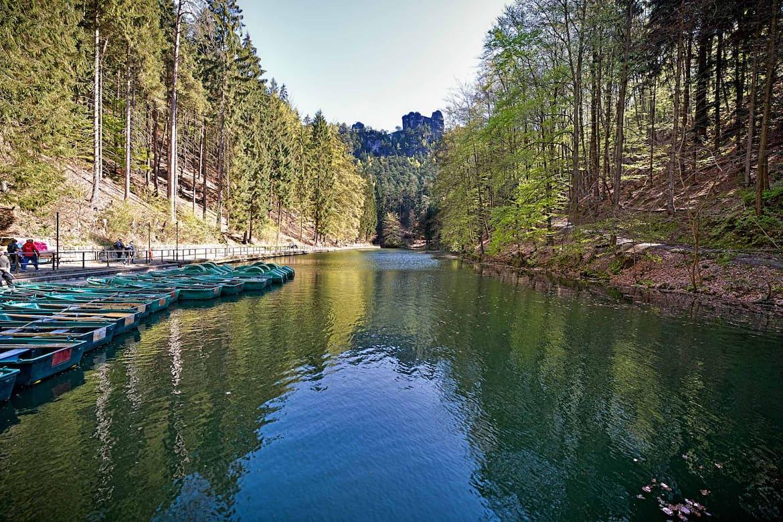 Vom Wasser aus lässt sich die Landschaft besonders gut genießen.