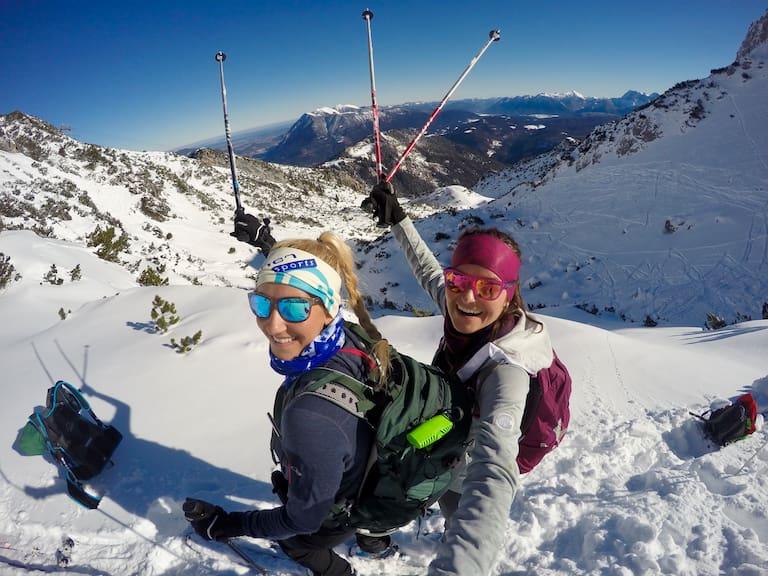 Skitourenanfängerinnen Maggy und Anja
