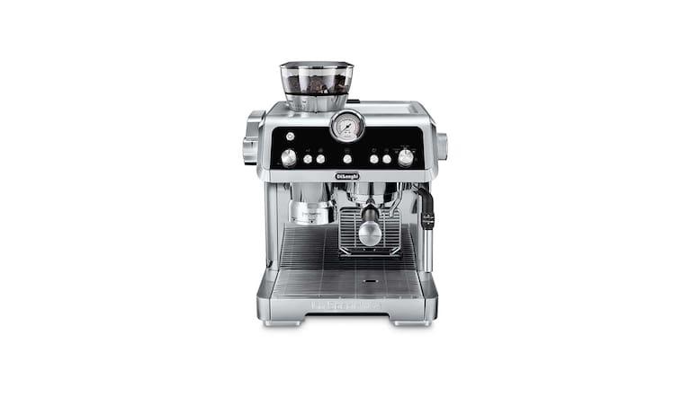 """Mit dem neuen Espresso-Siebträger """"La Specialista"""" von De'Longhi zauberst du schnell den perfekten Cappucino."""