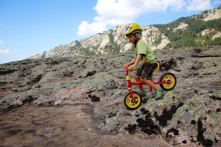 Mountainbiken mit Kindern: Kind am Laufrad