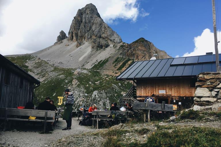 Filmoor-Standschützenhütte auf dem Karnischen Hauptkamm (Tirol)