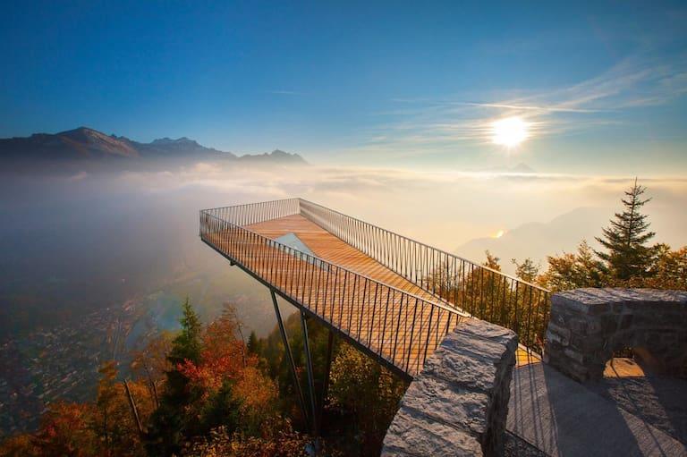 Traumhafte Blick von der Aussichtsplattform des Harder Kulm