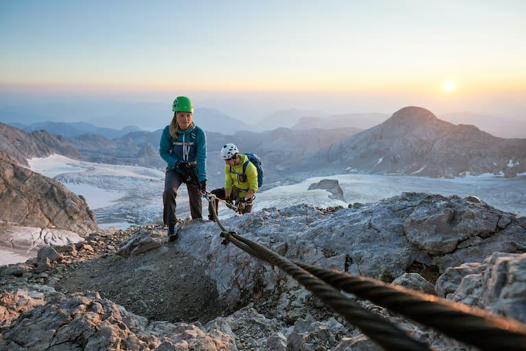 Klettersteig Dachstein mit Blick auf den Dachsteingletscher