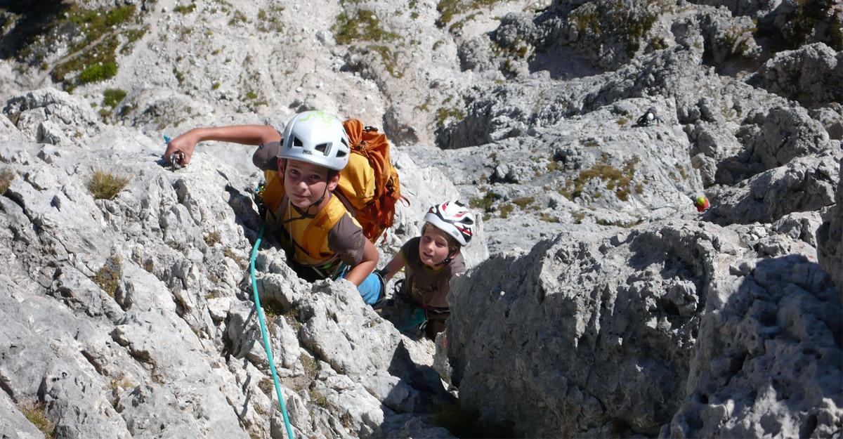 Kletterausrüstung Was Gehört Dazu : Klettern mit kindern: 6 ausrüstungstipps bergwelten