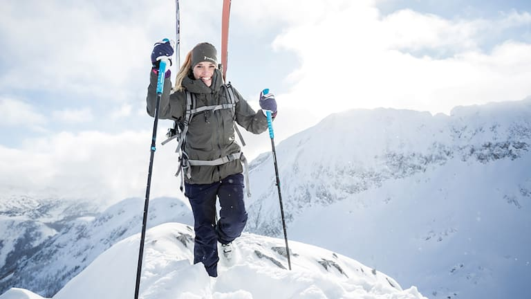 Die 3 modischen Farbvarianten orange, light blue und pink bringen farbige Akzente in die Winterlandschaft und passen zu jedem Skioutfit.