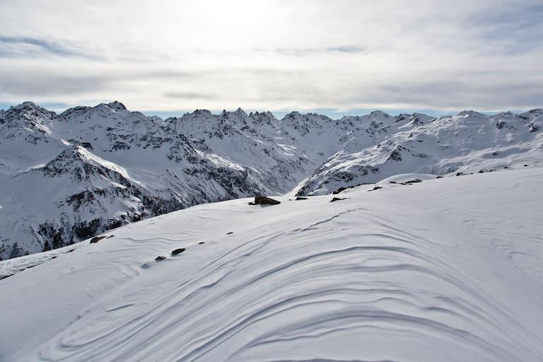 Schneelandschaft und Berge