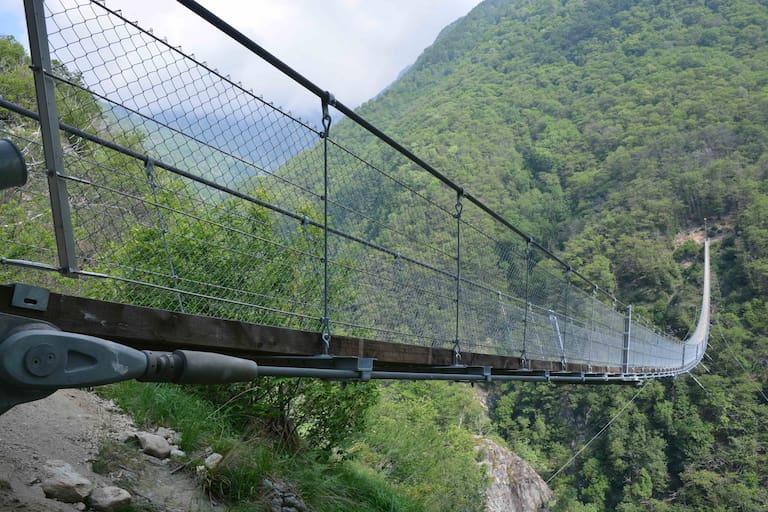 Tibetische Hängebrücke Carasc Tessin