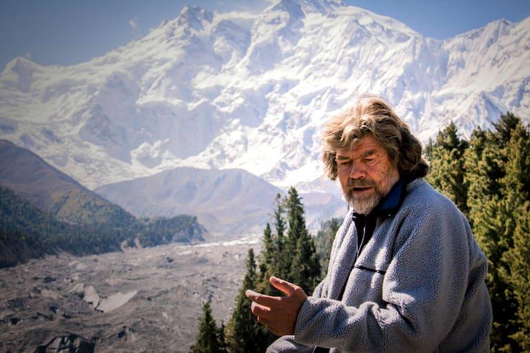 Reinhold Messner vor dem Nanga Parbat