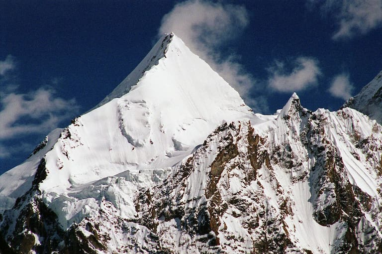 Lieblicher Berg am Fuße des Giganten: Der K2-Nachbar Angel