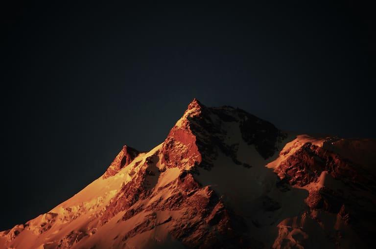 Die Silberzacken des Nanga Parbat im Morgenrot