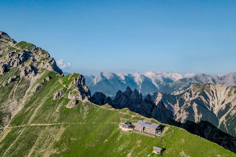 Die Nördlinger Hütte (2.239 m) im Karwendel (Tirol)