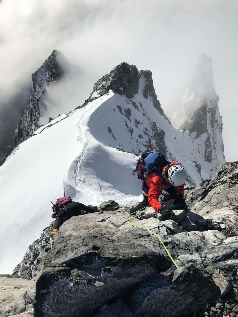 Unterwegs am anspruchsvollen Hintergrat auf den Ortler in Südtirol