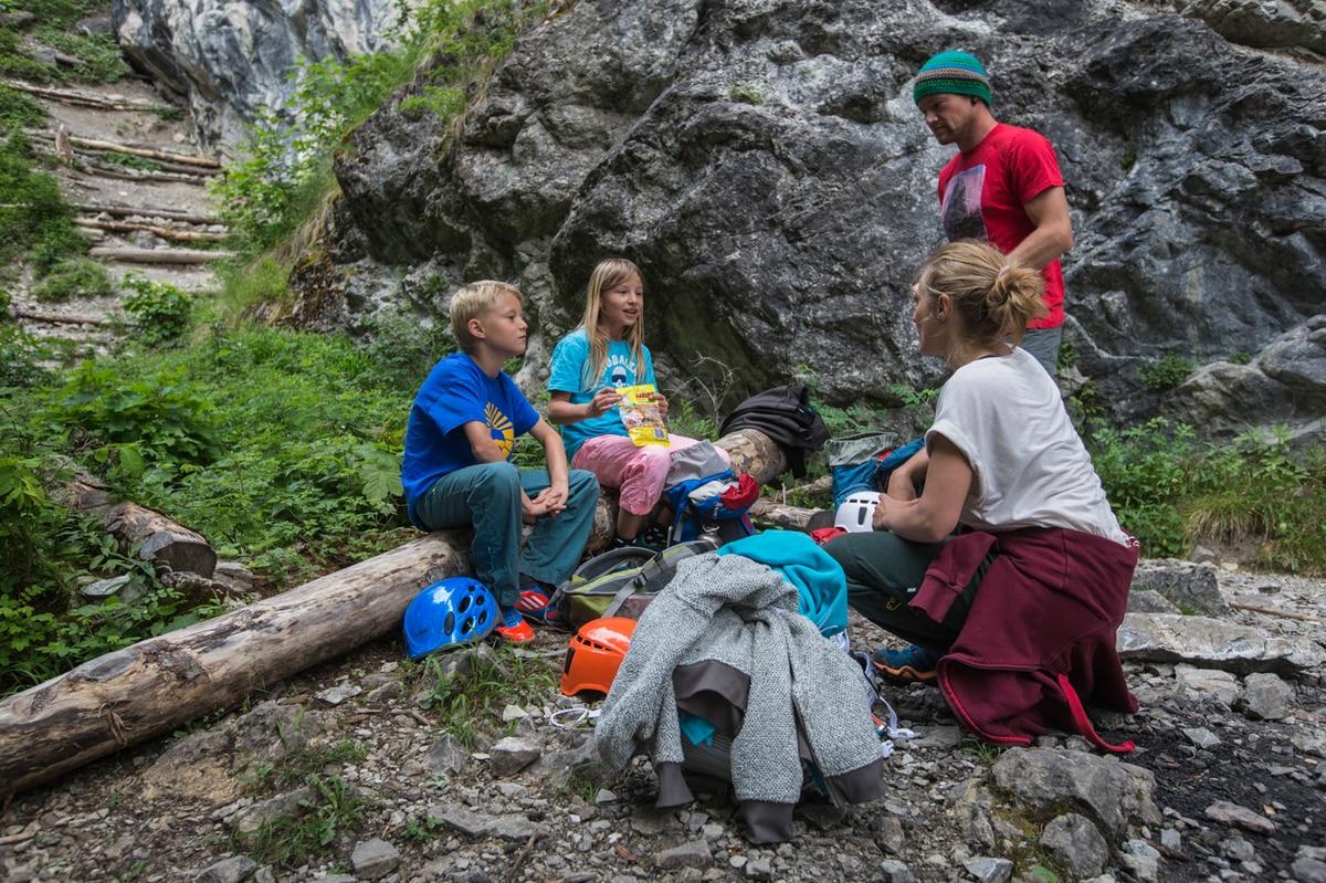 Kletterausrüstung Packliste : Klettern mit kindern die 5 besten tipps bergwelten