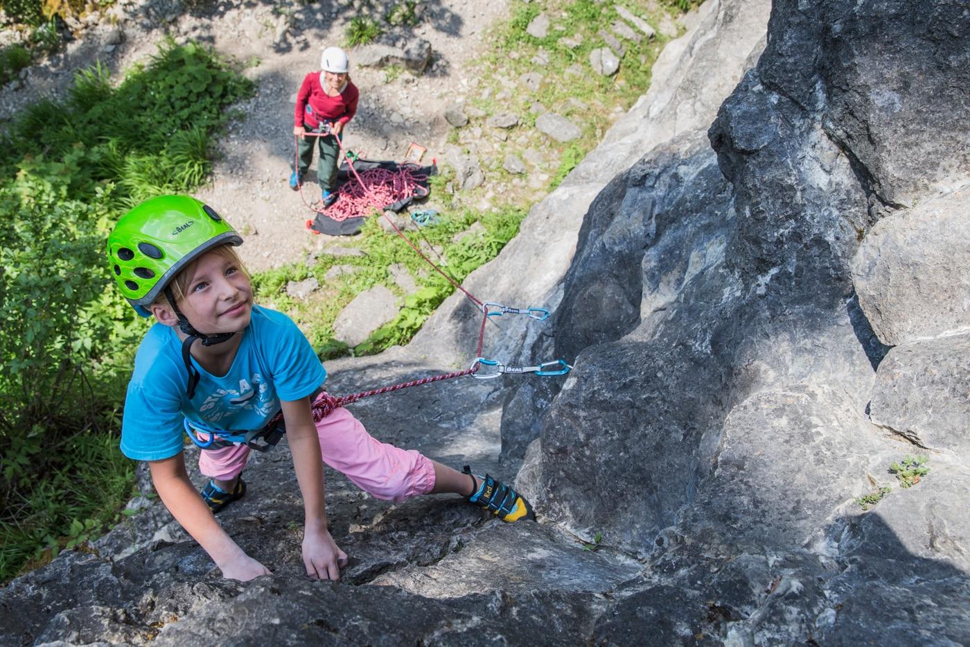 Ab Wann Klettergurt Für Kinder : Klettern mit kindern die richtige ausrüstung bergwelten