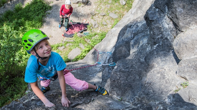 Kletterausrüstung In Der Nähe : Klettern mit kindern die 5 besten tipps bergwelten