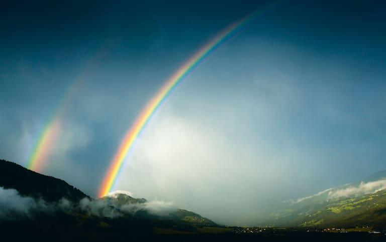 Ein Regenbogen kann sowohl gutes als auch schlechtes Wetter ankündigen - je nachdem zu welcher Tageszeit er erscheint