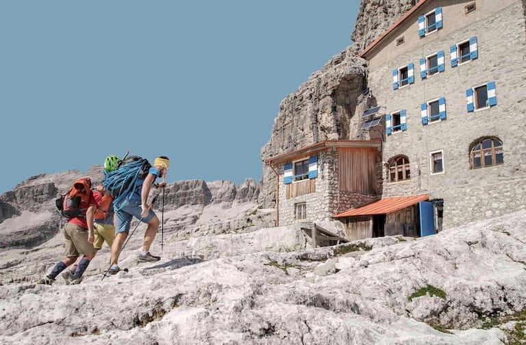 Die zahlreichen Hütte, wie das Rifugio Tosa e T. Pedrotti, sind Basislager für Wanderungen und Bergtouren.