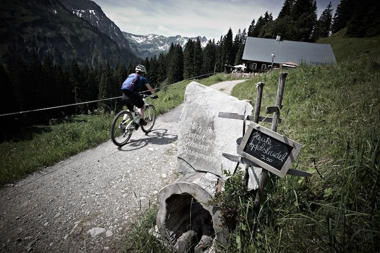 Mountainbike Berg Schotterstrasse