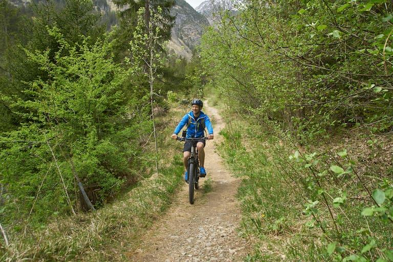 Weg und Ziel zugleich: Anfahrt zur Wanderung per e-Bike