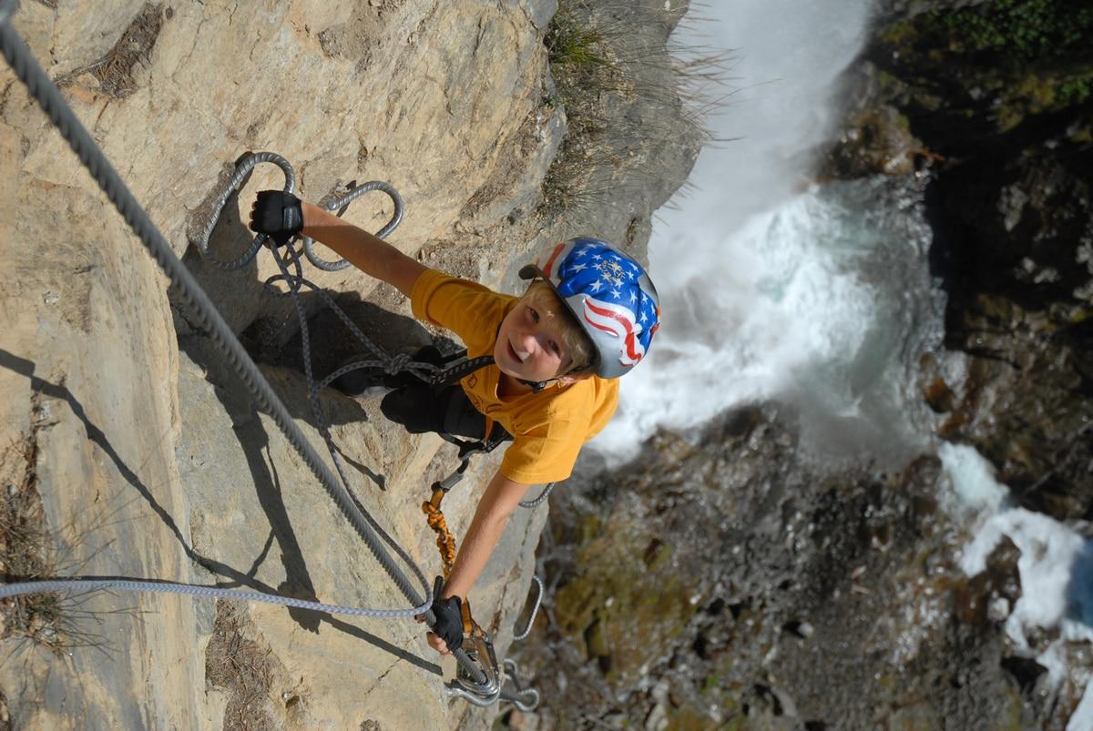 Klettersteigset Anlegen Bremsseil : Tipps vom profi: klettersteige mit kindern bergwelten