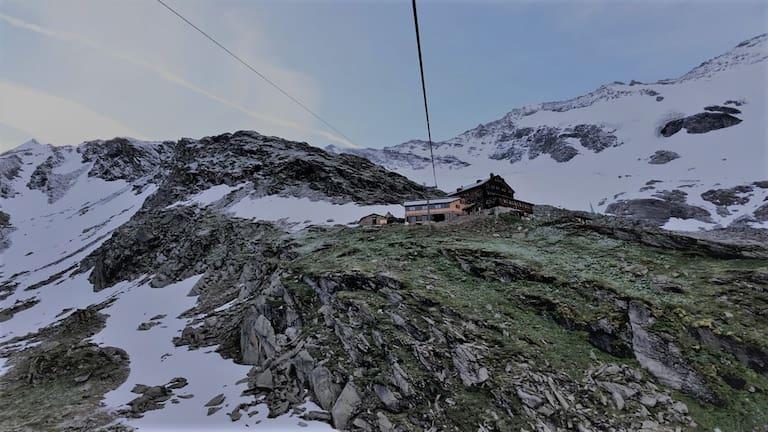 Die Warnsdorfer Hütte liegt auf 2.336 m westlich des Großvenedigers in Salzburg.
