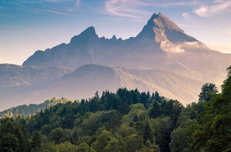 Der Watzmann (2.713 m) im Berchtesgadener Land im sanften Abendrot